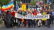 Marsch für den Frieden: Zu Ostern gehen Menschen traditionell gegen Waffen und Krieg auf die Straße (Archivbild).