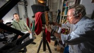 Zurück in die Zukunft: Fotograf Uwe Behrendt in seinem Atelier.