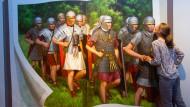 Dem Legionär ist nichts zu schwer: Römische Soldaten werden im Saalburgmuseum zum Fotomotiv