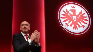 Der alte ist der neue Präsident: Peter Fischer nach seiner Wiederwahl. Sein Gegenkandidat hat kurz vor der Abstimmung das Handtuch geworfen.