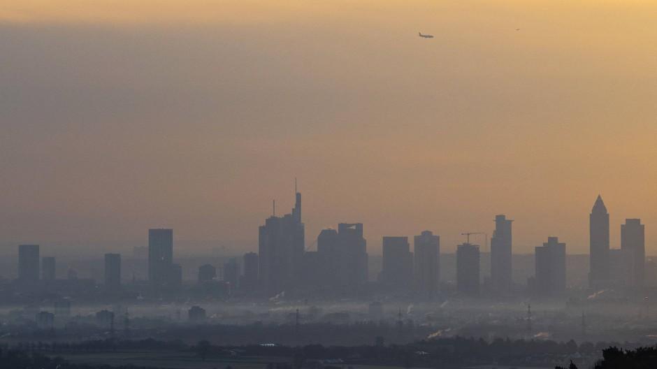 Düstere Aussichten: Wenn in Frankfurt über Tage hinweg der Strom ausfallen sollte, wird nicht nur die Versorgung zu Herausforderung.