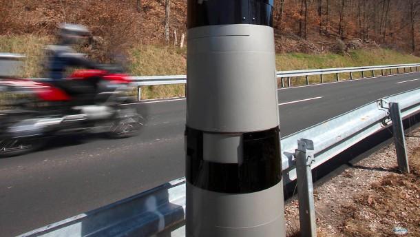 Motorradfahrer mit Tempo 284 unterwegs