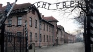 Der Eingang des ehemaligen Nazi-Konzentrationslagers Auschwitz-Birkenau im polnischen Oswiecim