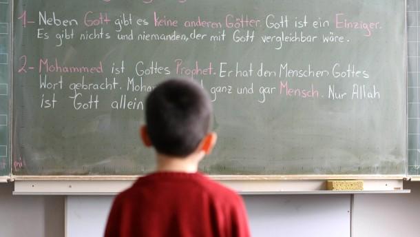 Hahn rechnet fest mit Islamunterricht