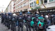 """""""Es ging um die Sorge der Bürger in dieser Stadt"""": Darmstadts Bürgermeister verteidigt weiter das für die Innenstadt ausgesprochene und später gekippte Aufenthaltsverbot für Eintracht-Fan rund um das Derby"""