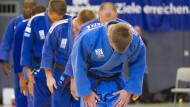 Höflich abgedankt: Die Wiesbadener Judo-Riege verabschiedet sich aus der Zweiten Bundesliga.