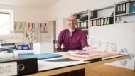 """Auf einem anderen Stuhl: Christopher Roman, der offiziell """"stellvertretender künstlerischer Direktor"""" heißt, im Frankfurter Büro der Forsythe Company."""