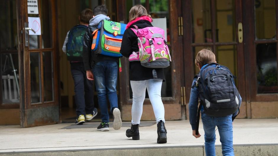 Aufstieg: Statt in kleinen Räumen in einer Schule könnten Schüler auch in hohen Museumssälen lernen, wie die Frankfurter CDU meint