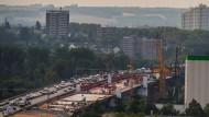 Das Wetter sei schuld: Die Bauarbeiten an der Schiersteiner Brücke zwischen Mainz und Wiesbaden verzögern sich um einige Monate.
