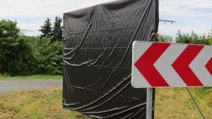 Wahlplakate werden verhüllt oder wieder abgebaut