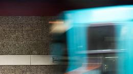 Frau wird von U-Bahn erfasst und stirbt