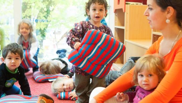 Kindergarten als Standortfaktor -   Die Kids Wallau Kita im Vergleich zu den Kitas in Dortmund und Halle hinsichtlich des Preises, der  Ausstattung und der  Verfügbarkeit von Plätzen