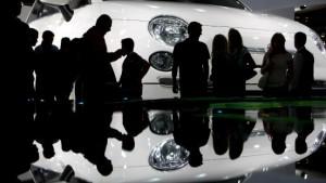 Wirtschaftskrise trifft  Automobil-Ausstellung mit Wucht