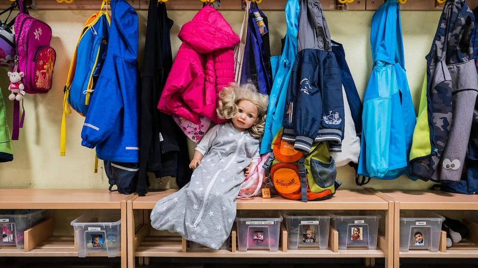 Forschung: Kinder in hessischen Kindertagesstätten werden wöchentlich auf das Corona-Virus getestet.