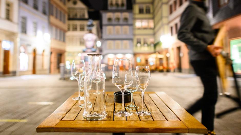 Neue Existenzängste: Lokale wie hier in der Frankfurter Altstadt müssen vier Wochen schließen – mindestens.