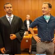 Verurteilt: Alexander Falk (rechts) mit seinem Verteidiger bei der Urteilsverkündung