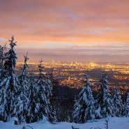Der Schnee bleibt auf dem Berg: Dauerfrost gibt es auch derzeit nur im Taunus. In Frankfurt sind Eistage inzwischen eine Rarität.