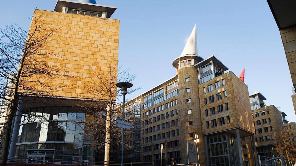 Verkauft: Das Behördenzentrum an der Frankfurter Gutleutstraße hat das Land ehedem aus seinem Besitz gegeben