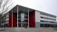 Das Friedrich-Dessauer-Gymnasium in Frankfurt, das sich mit der Leibnizschule Räume teilt