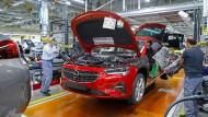 Flaggschiffer: Die Arbeit für den Insignia reicht in Rüsselsheim nur für eine Schicht, aber bald baut Opel dort auch den Astra und den DS4