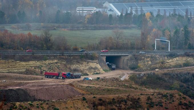 Umstritten: der ehemalige Steinbruch an der Autobahn 60 in Mainz