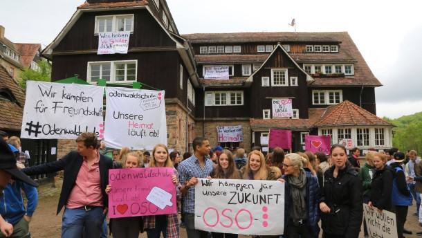 Demo gegen Abwicklung der Odenwaldschule