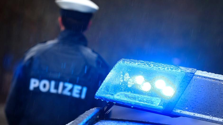 Großeinsatz: Die Polizei war im Rhein-Main-Gebiet unterwegs wegen des Verdachts illegaler Schleusertätigkeit.