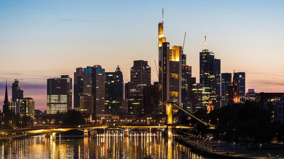 Wohlfühlfaktor: Berufstätige, die neu in Frankfurt sind, müssen von den Qualitäten der Stadt oft erst überzeugt werden.