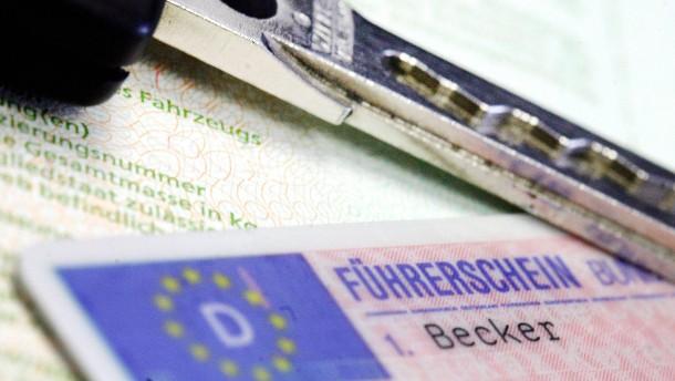 Bundesweit erster Kreis bietet Online-Antrag für Führerschein