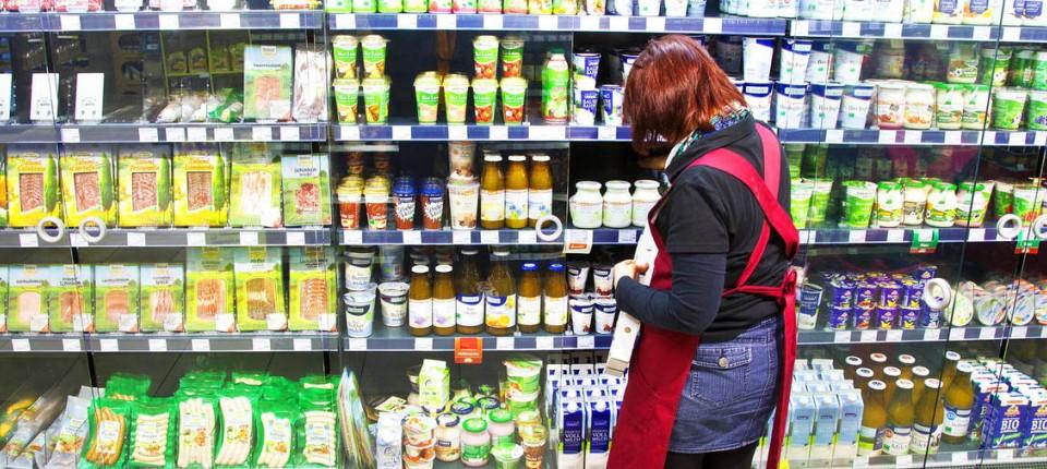 Mindestlohn im Einzelhandel: Am Supermarkt-Regal sind 8,50