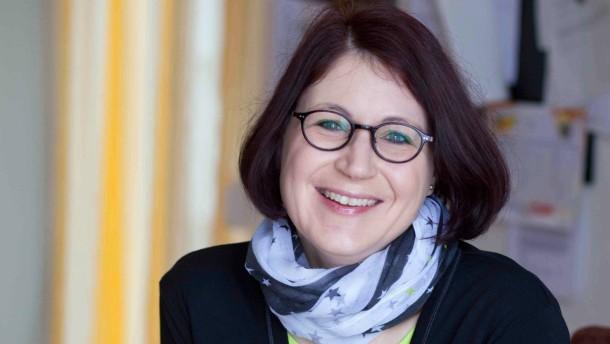 """Kirstin Diemer - Die Lehrerin vom Gagern-Gymnasium in Frankfurt hat im vergangenen Jahr den Wettbewerb """"Frankfurt schreibt"""" gewonnen. In diesem Jahr ist sie Jurymitglied und koordiniert die Vorbereitungen an ihrer Schule."""