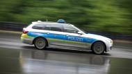 In Frankfurt wurde eine Frau mit mehreren Stichen schwer verletzt - auf offener Straße.
