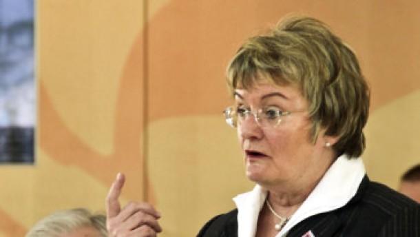 Ministerin verteidigt Mittelstufenschule gegen Kritik