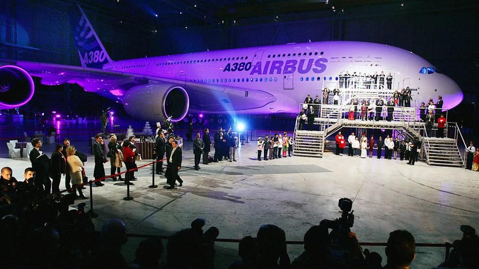 Alles groß: Zum Rollout des A380 am 18. Januar kamen Staats- und Regierungschefs.