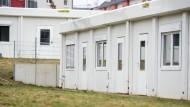 Vermehrt Anschlagsziel: Flüchtlingsunterkünfte, wie dieser Wohncontainer in Frankfurt-Preungesheim, werden immer häufiger angegriffen.