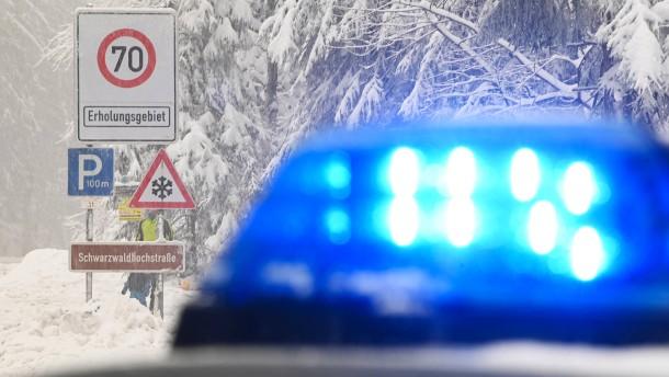 Fünf junge Männer in Lkw-Anhänger entdeckt