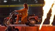 Heiß: Andrea Berg baut gerne Pyrotechnik in ihre Shows ein. In Wetzlar ging das aber wegen einer Panne schief