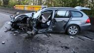 Schrottreif: das Auto des schwer verletzten Geisterfahrers