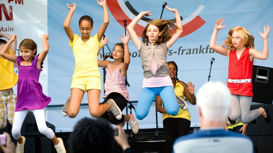 Um den Breitensport geht es: Auch Tanzgruppen wie diese von der SG Nied (Bild vom Mainuferfest 2009) könnte von der Eintracht profitieren.