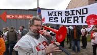 Das Motto zur Tarifrunde: Verdi-Warmstreik in Kassel
