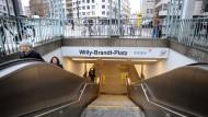 Abgang: die U-Bahn-Station am Willy-Brandt-Platz in Frankfurt (Symbolbild)