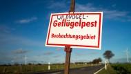 Erhöhte Aufmerksamkeit: Die Schild steht nach Xanten, aber auch in Nordhessen ist schon ein Vogel an der Vogelgrippe verendet