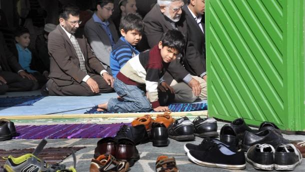 Tag der offenen Moschee 2012 - Die Frankfurter Nuur-Moschee steht allen Nichtmuslimeoffen, die sich über islamische Kultur informieren möchten.