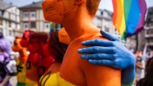 8200 Menschen bei Parade in Regenbogenfarben