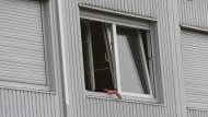 Wohnen in Containern: das Flüchtlingsheim in Hofheim zwei Tage nach dem Vorfall.