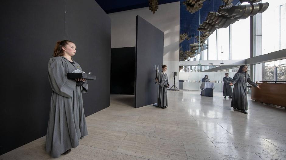 """""""All our Futures"""" bespielt das Schauspiel: Team Nord hat mit """"Self/Love"""" eine Art sakralen Raum entwickelt."""