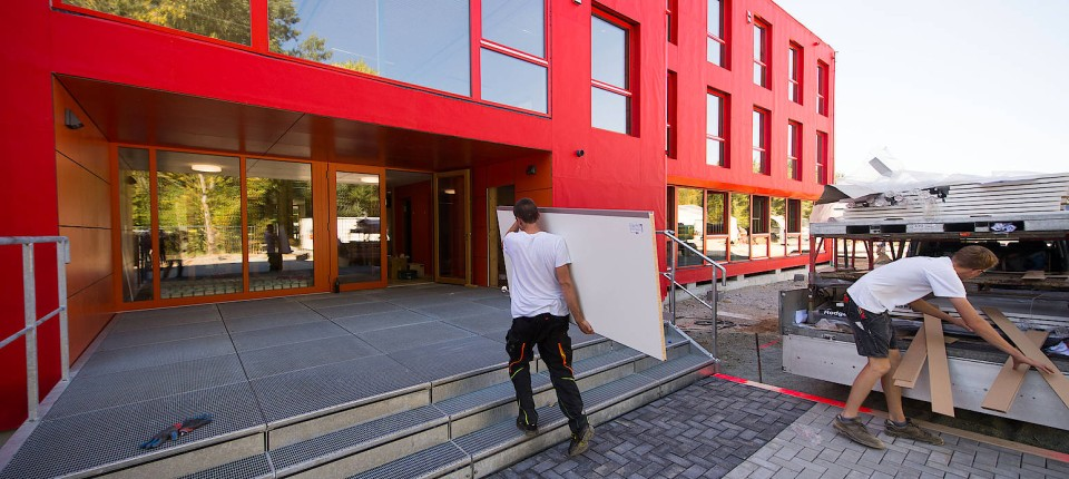 gymnasium in westhausen schulbau im zeitraffer. Black Bedroom Furniture Sets. Home Design Ideas