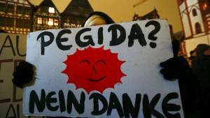 Pegida mobilisiert Tausende Gegendemonstranten