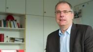 Nicht amüsiert über Verkaufsgespräche: Opel-Gesamtbetriebsratschef Wolfgang Schäfer-Klug