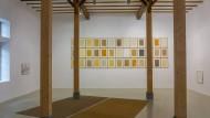 """""""Meine Poesie ist die Welt"""": Blick in die Ausstellung mit Arbeiten der Serie """"from earth"""" von Herman de Vries"""
